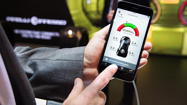 Pirelli Connesso smartphone interface